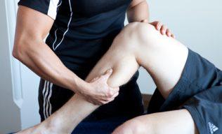 Massagem Desportiva com alongamentos passivos em maca
